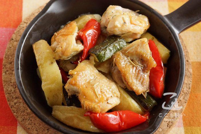 パプリカとズッキーニをを合わせたチキンとポテトのハーブ焼き
