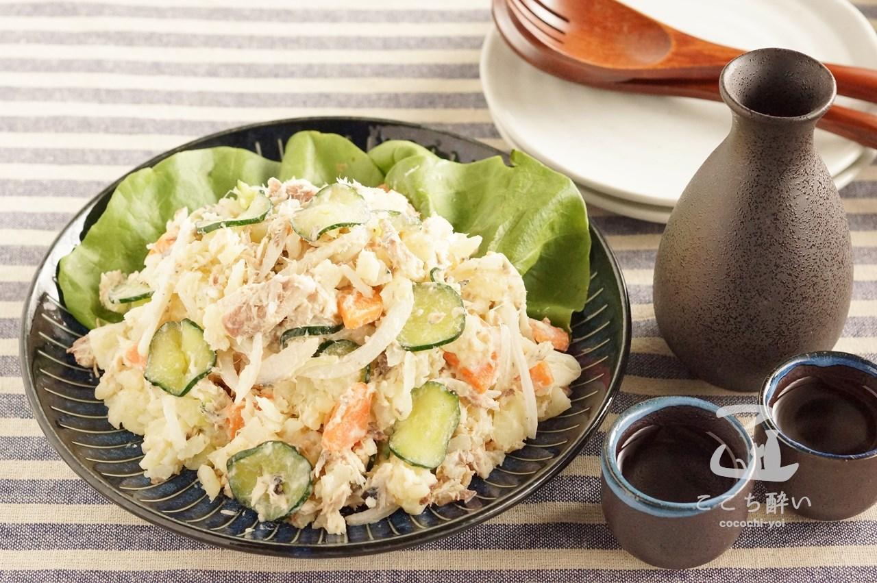 サバ缶ポテサラと日本酒