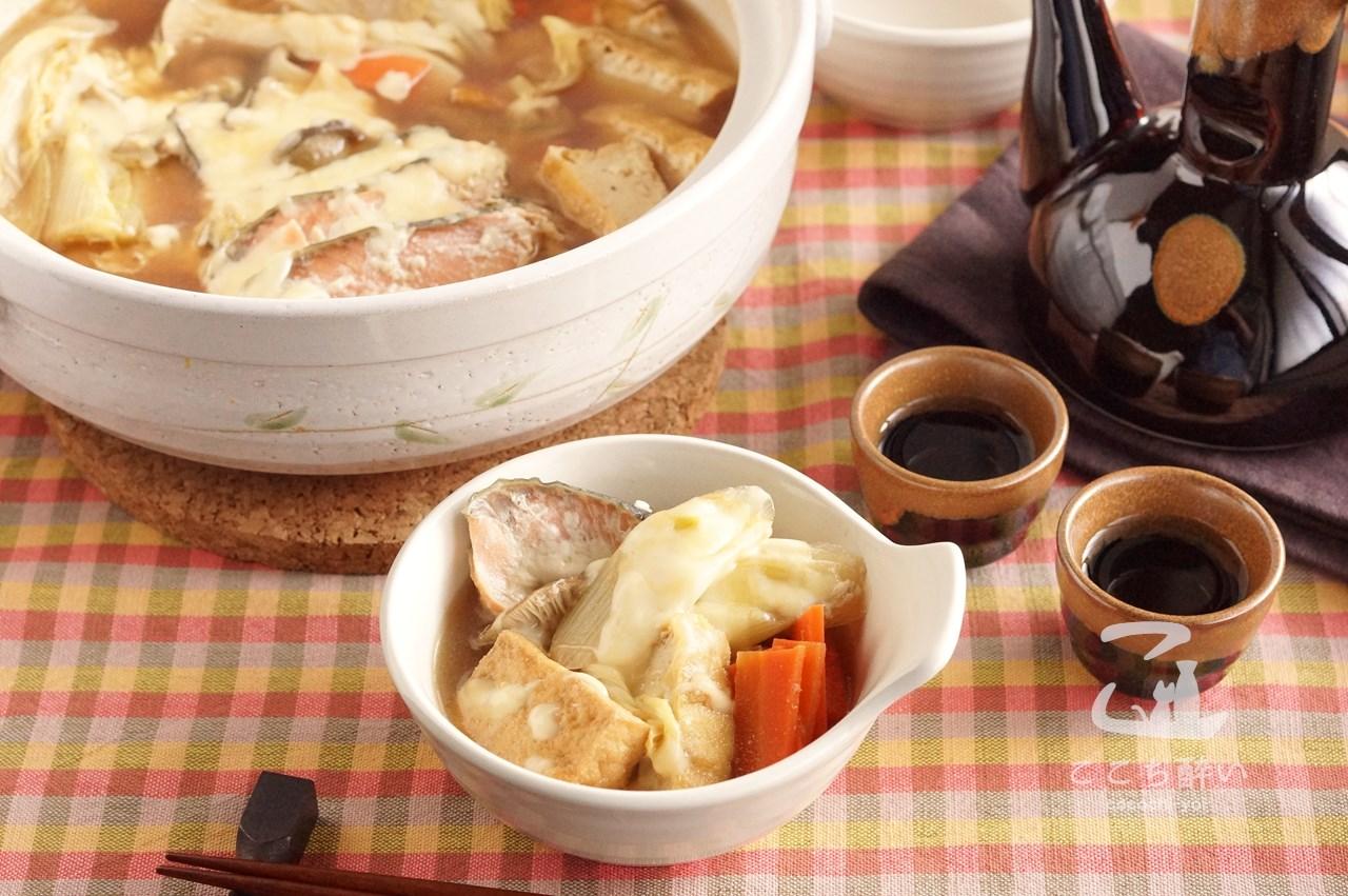 味噌チーズ鍋と日本酒